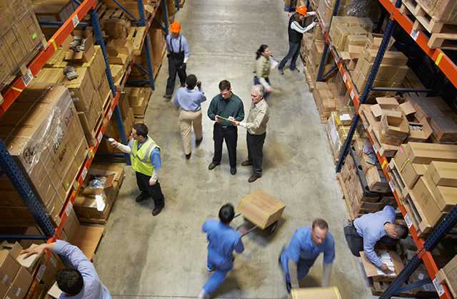 Schon jetzt werden Warenlager per IT organisiert, künftig auch die Intralogistik.