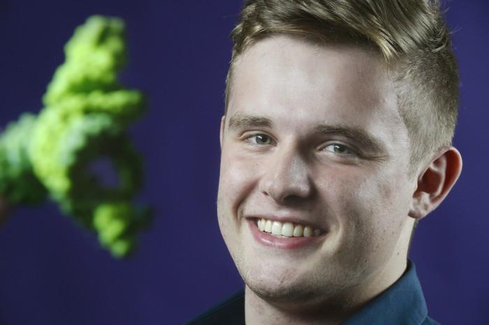 Preisgünstige Herstellung von DNAzymen: Max Schwendemann (19) aus Steinach besucht das Biotechnologisches Gymnasium in Offenburg (Bild: Stiftung Jugend forscht e. V.)
