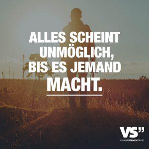 """Poster des Freiburger Startups Visual Statements. Eine Person steht im Sonnenuntergang. Davor ist der Spruch eingeblendet: """"Alles scheint unmöglich, bis es jemand macht."""" ©Visual Statements"""